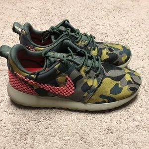Nike Roshe One Premium Plus Sneakers